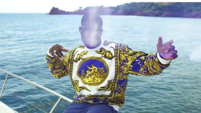 Le sweatshirt de Ninho dans le clip Midi Dans Le Ghetto de 4Keus Gang feat. Ninho