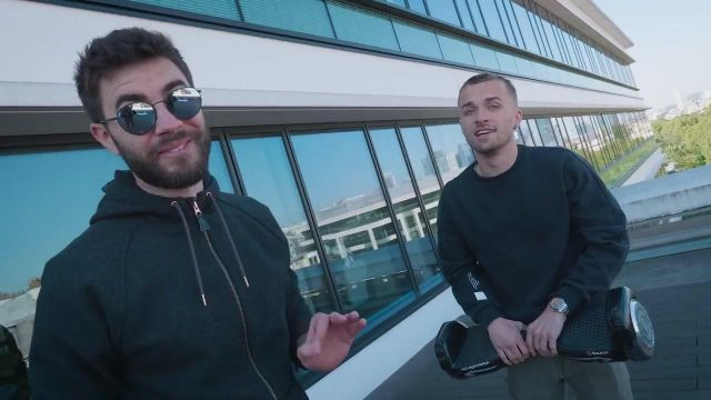Le hoverboard Razor Hovertrax dans la vidéo commune de Squeezie et Cyprien (Bigorneaux & Coquillages)