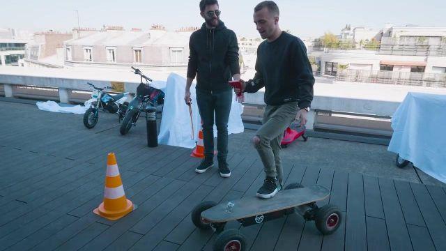 Le skate électrique Evo spirit dans la vidéo commune de Squeezie et Cyprien (Bigorneaux & Coquillages)