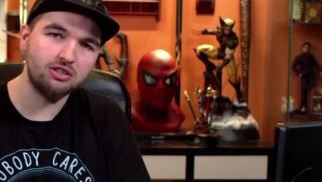 Buste de Spiderman en résine vu dans Chansons françaises : le moment où ça a merdé (critique) (Linksthesun)