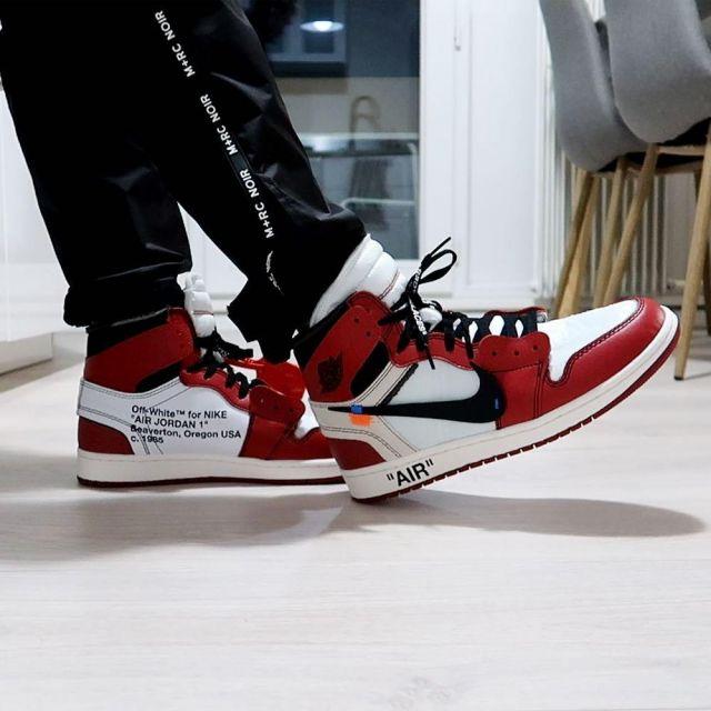 release date 11d7b 23855 The pair of Jordan 1