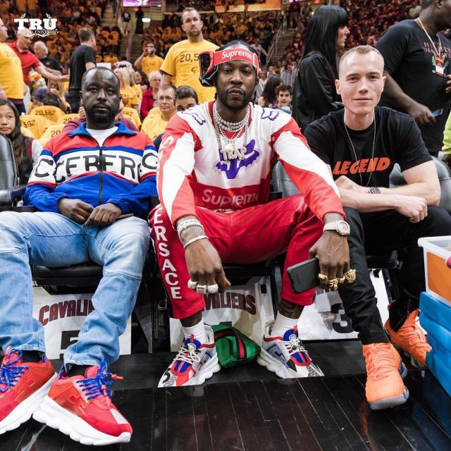 Sneakers red Versace 2 Chainz on his