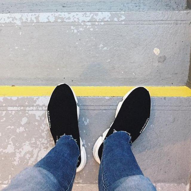 les sneakers Balenciaga Speed Trainer noires vues sur le