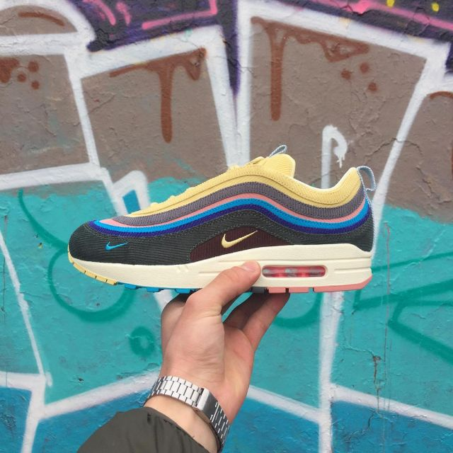 sneakers nike air max 197 SW worn by Ramfess on his account
