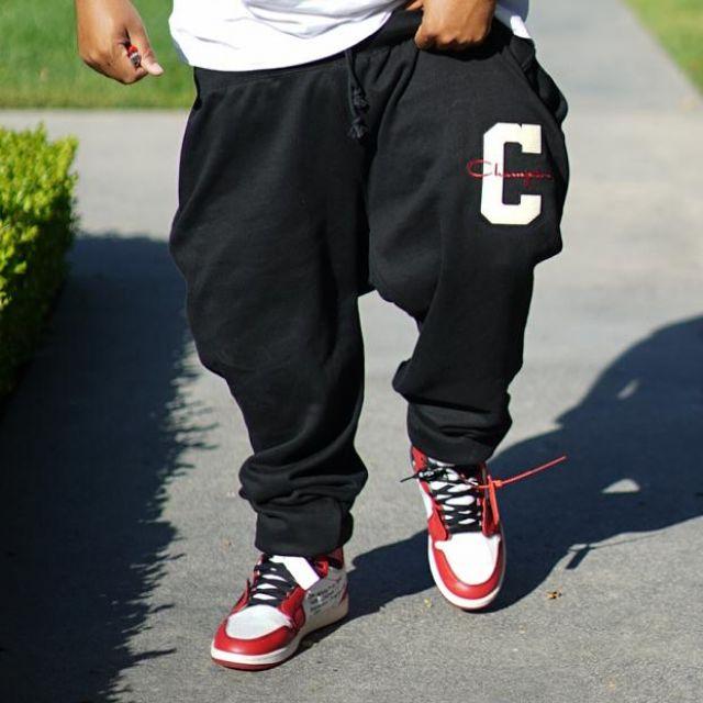 Les Air Jordan x Off White bordeaux de DJ Khaled sur son