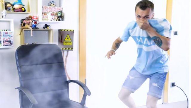 Le t-shirt Nike AF-01 de Squeezie porté dans sa dernière vidéo «LES AVIONS NOUS EMPOISONNENT-ILS ?sur YouTube