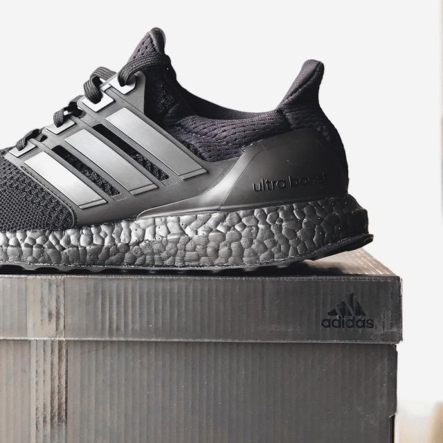 sneakers adidas Ultra Boost 1.0 Triple Black seen on the  Kostenloser Versand