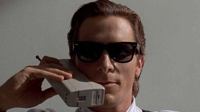 Le téléphone portable de Patrick Bateman (Christian Bale) dans American Psycho