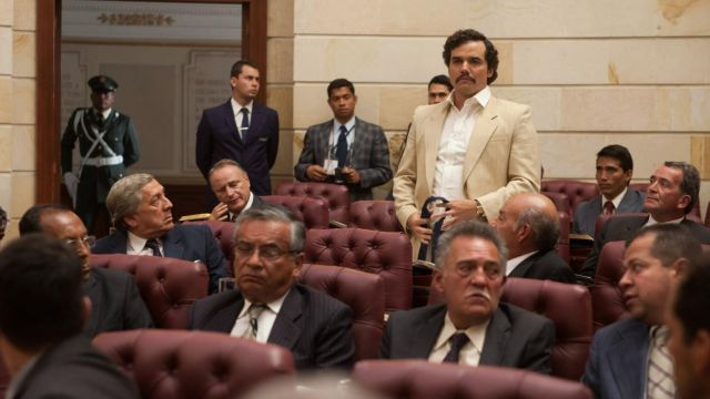 The authentic suit jacket beige of Pablo Escobar (Wagner Moura) in Narcos