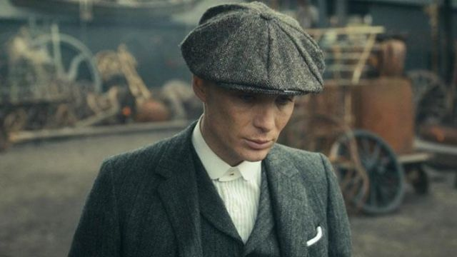 06bd83217 The cap of Thomas Shelby (Cillian Murphy) in Peaky Blinders S01E04 ...