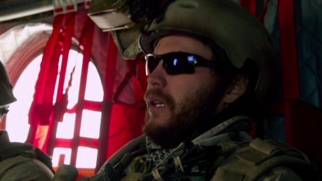 Authentic military helmet of Murf (Taylor Kitsch) in The blood and tears