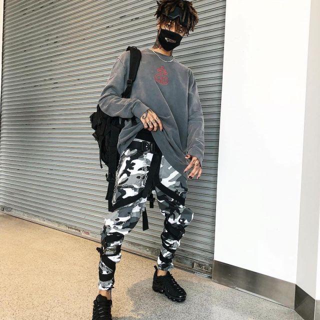 Joggers camo grey worn by ScarLxrd on Instagram