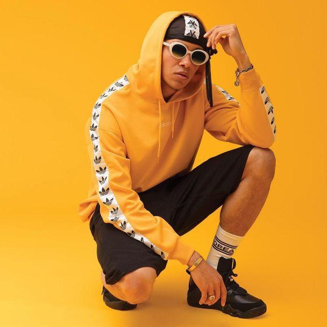 bas prix f51b2 8c82a The hoodie Adidas TNT yellow worn by Kelvyn Colt on the ...