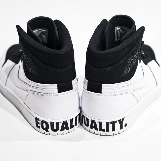 size 40 06343 8909c The pair of Air Jordan 1 retro high HI equality view on the ...
