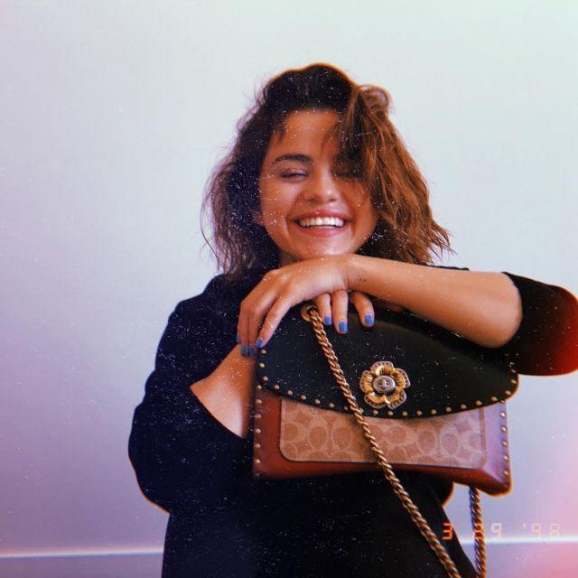 Le sac porté épaule de Selena Gomez sur son compte Instagram