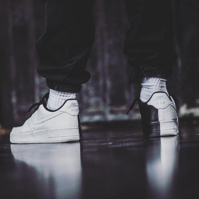 timeless design e0450 bedaa sneakers Nike Air Force 1 Low Split white and black views on ...