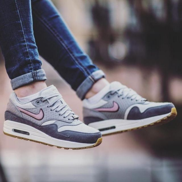 coger un resfriado estaño Hacer  sneakers Nike Air Max 1 Paris Bespoke views on the account Instagram of  labulledair | Spotern