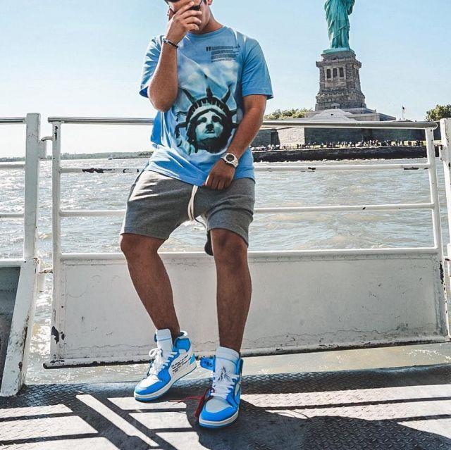 Les Jordan 1 UNC bleues Off-White que porte le youtubeur et influenceur Ari petrou