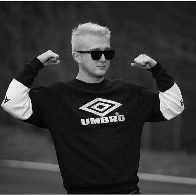 Le sweatshirt Avnier X Umbro noir et blanc de Vald sur son compte Instagram