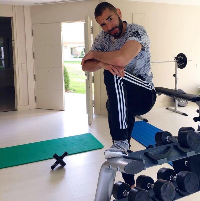 The jogging pants black with stripes Adidas Karim Benzema on