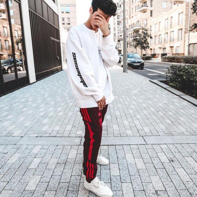 Les Yeezy Powerphase core white que porte l'influenceur et youtubeur anglais Ari Petrou sur son Instagram