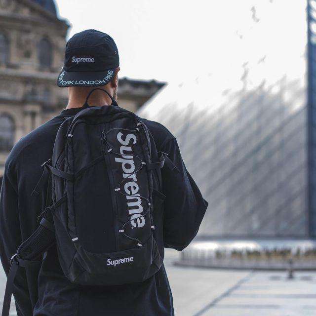 Le Supreme SS17 Backpack Black Porté Par L'influenceur TheHypedKid