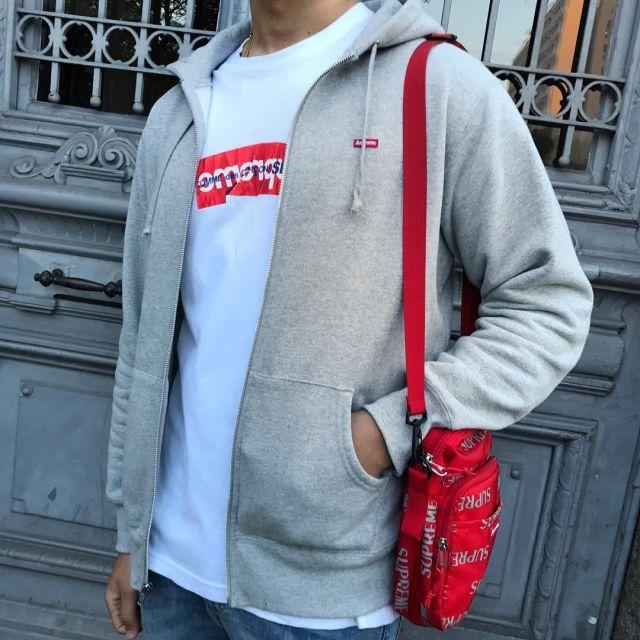 Le t shirt Supreme x CDG box logo que porte l'influenceur