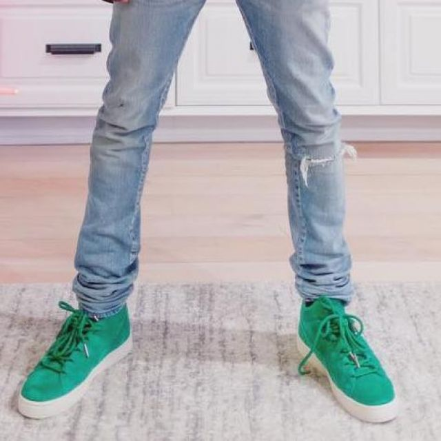 wholesale dealer a92ec c423c The pair of Puma suede green worn by Big Sean on his account ...