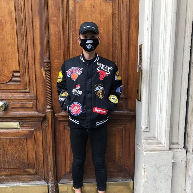 The black jacket NBA that wears the influencer Yung Kevin on