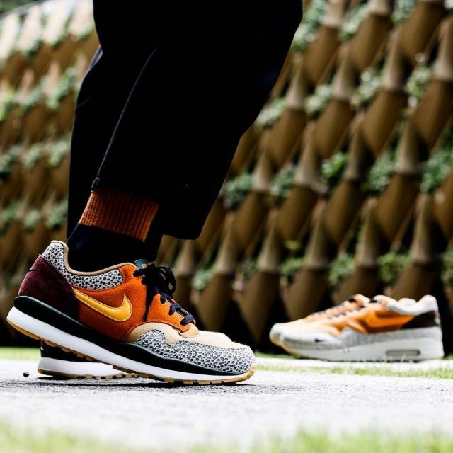 sneakers NIKE AIR SAFARI QS views on the account Instagram