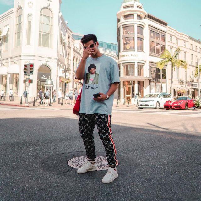 Les sneakers Yeezy Calabasas Power Phase White vues sur le compte Instagram de Ari Petrou
