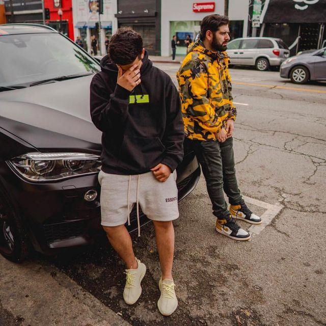 Les sneakers Adidas Yeezy Boost 350 V2 Butter vues sur le compte Instagram de Ari Petrou