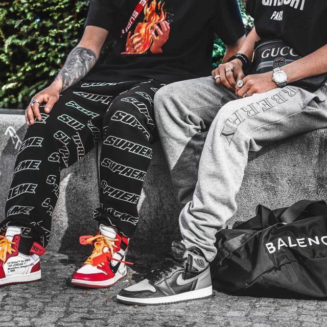 Sneakers grey and black Nike Air Jordan 1 Retro High Shadow