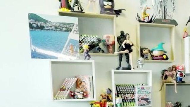 La figurine Mysterion dans la vidéo YouTube ON A CASSÉ AKINATOR ! de Squeezie