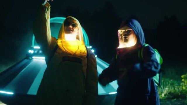 La veste jaune Napapijri de Vald dans le clip Bizarre de Lorenzo
