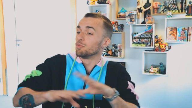 Le sweatshirt à capuche Lazy de Squeezie dans sa vidéo YouTube Un message sincère