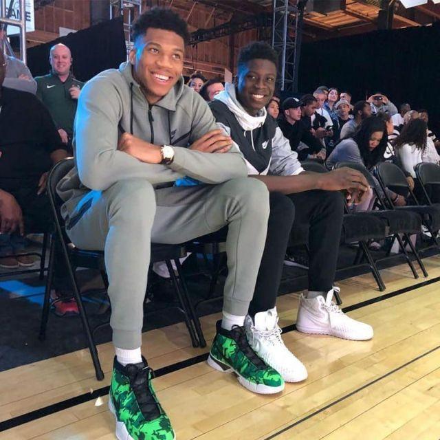 Joggers Nike Sportswear Tech Fleece worn by Giannis