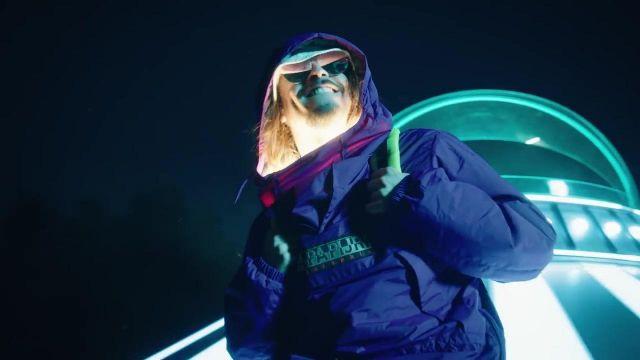 La veste bleue Napapiri de Lorenzo dans son clip Bizarre avec Vald