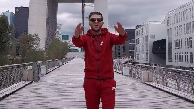 Le Dans Survêtement Nike Porté Pantalon Son Rouge De Par Clip Seum R3c4Aj5Lq