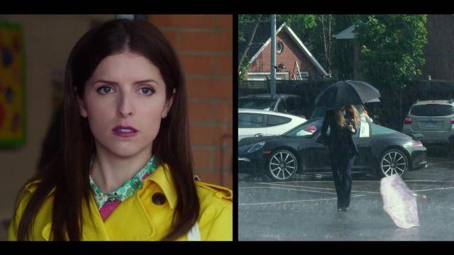 La veste blazer bleu marine d'Emily Nelson (Blake Lively) dans L'ombre d'Emily