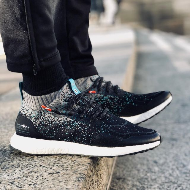The sneakers black and turquoise Ultra
