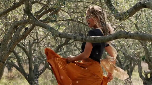 aesthetic appearance usa cheap sale limpid in sight The skirt orange range by Donna (Lily James) in Mamma Mia ...