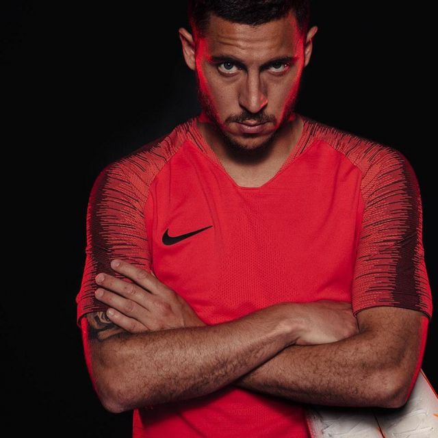 official photos 6c08f d27d3 The football jersey Nike red Eden Hazard on his account ...