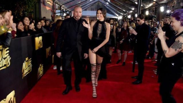 La robe noire de Kendall Jenner aux MTV Movie Awards 2016