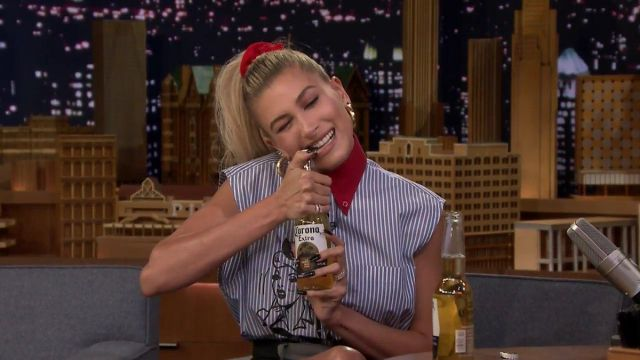 The striped shirt without sleeve collar red Prada Hailey Baldwin in The Tonight Show Starring Jimmy Fallon