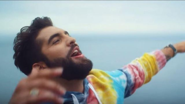 The Sweatshirt Kendji Girac In Her Video Clip For Forget Spotern