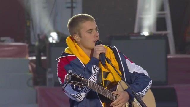 La veste tricolore de Justin Bieber pour le One Love Manchester (opening ceremony 2017)