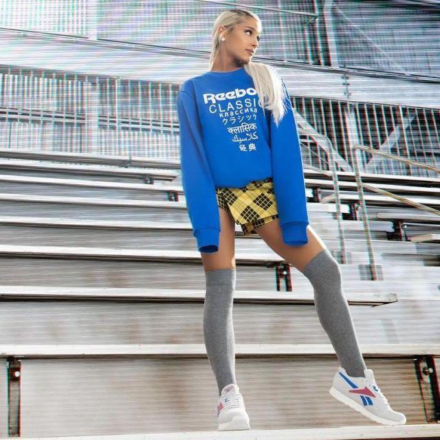 Les baskets grises Reebok d'Ariana Grande sur le compte