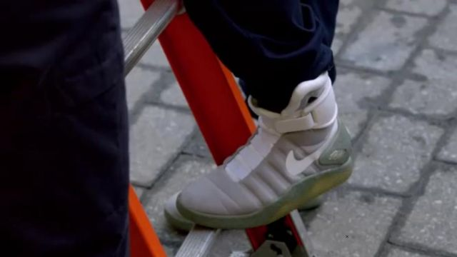 The Pair Of Basket Nike Air Mag Back To The Future Of