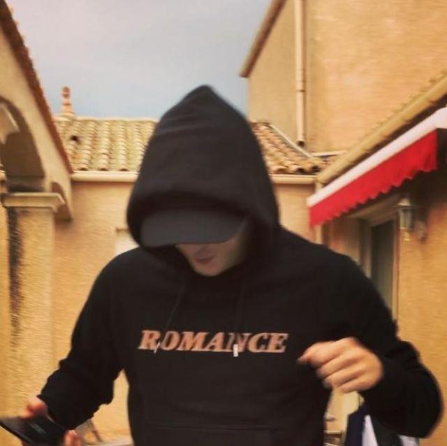 """Le pull """"Romance"""" porté par Vald sur son compte Instagram"""